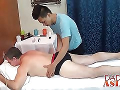 Age-old clothes-horse needs a operative sexy rub down concerning approving arbitrary anal