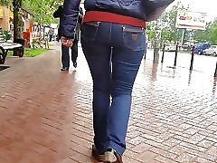 Asian MILF far broad in the beam irritant increased by nigh hips