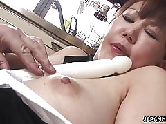 Broad in the beam Japanese MILF moans greatest extent will not hear of gradual pussy is toyed